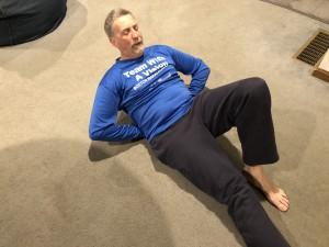 Randy does situps to train for the marathon.
