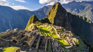 Sweeping shot of Machu PIcchu with Huayna PIcchu in the background.